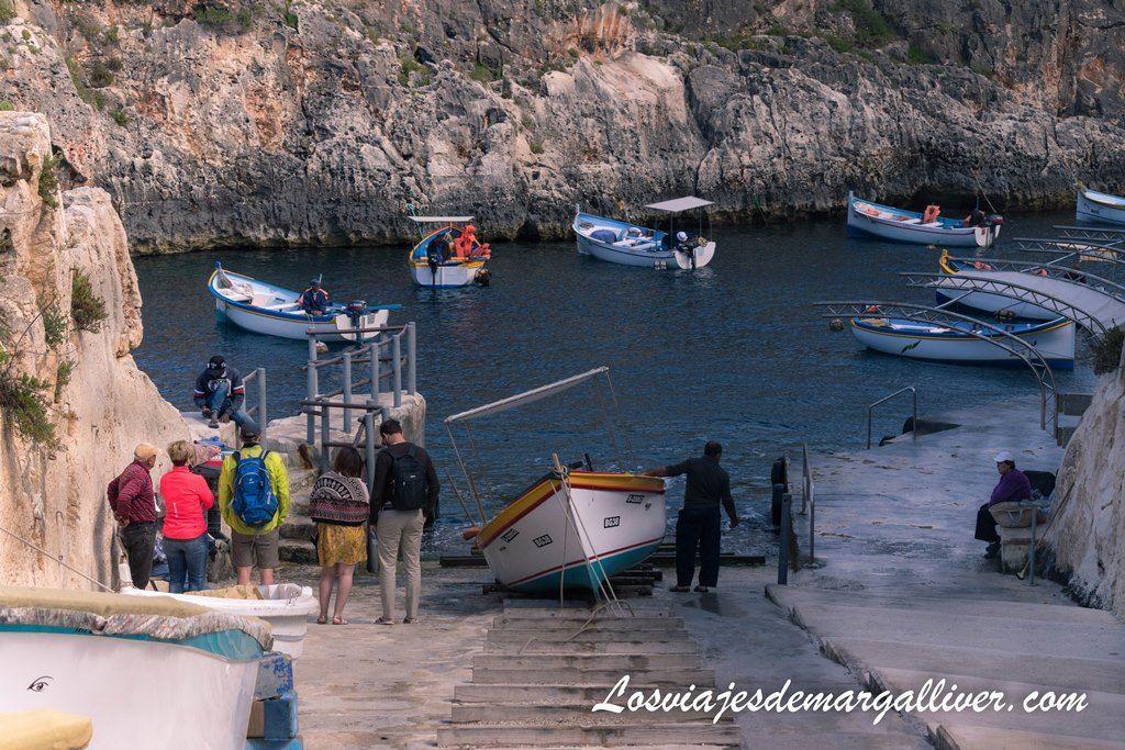 Nuestra llegada al puerto para la excursión por la Cueva Azul en Malta - Los viajes de Margalliver