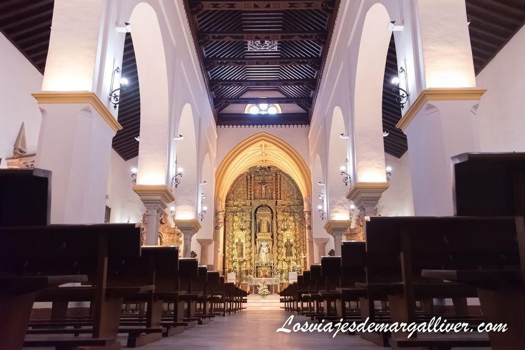 Iglesia de Santa María en Sanlucar la Mayor en la ruta de las tres torres en el Aljarafe de Sevilla - Los viajes de Margalliver