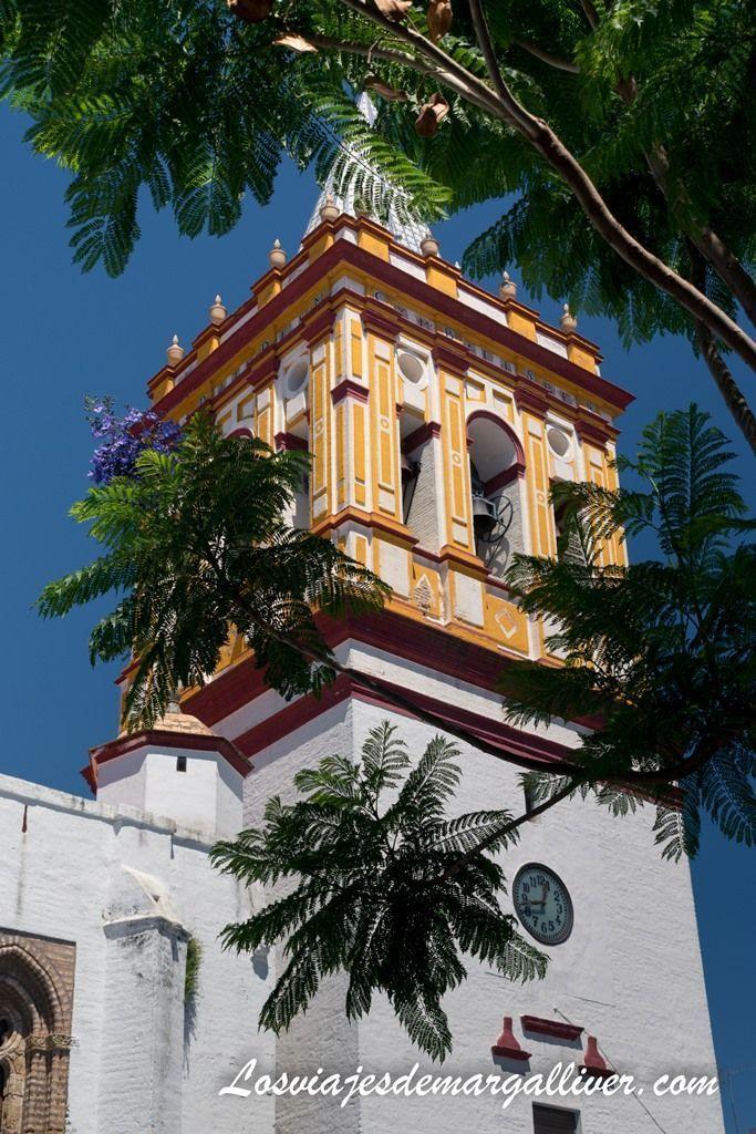 torre campanario de la iglesia de Santa María en la ruta por el Aljarafe - Los viajes de Margalliver