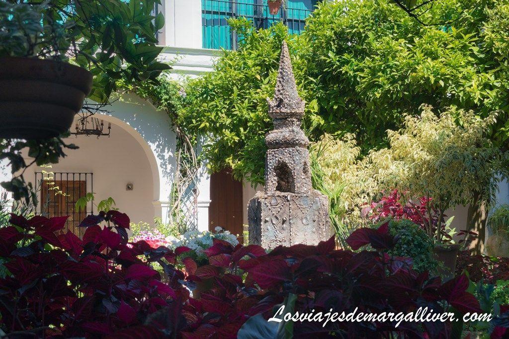 Segundo claustro, alrededor de este viven los monjes franciscanos del monasterio de Loreto - Los viajes de Margalliver