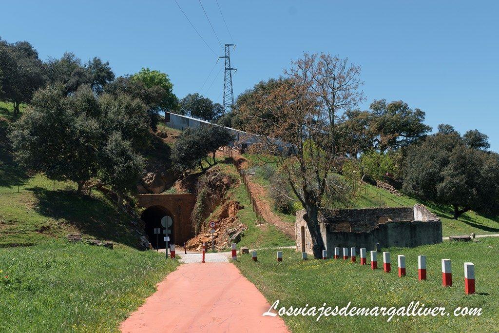 Antes de llegar al túnel girar a la derecha para acceder a las cascadas del Huéznar - Los viajes de Margalliver