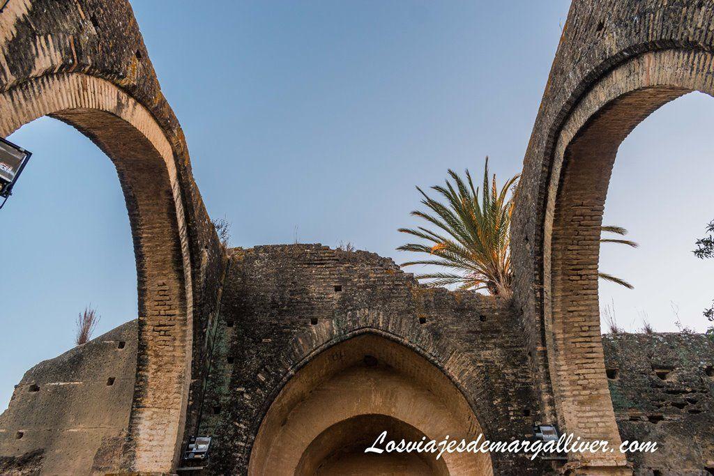 Bóvedas al descubierto de la Ermita de Talhara en Benacazón - Los Viajes de Margalliver