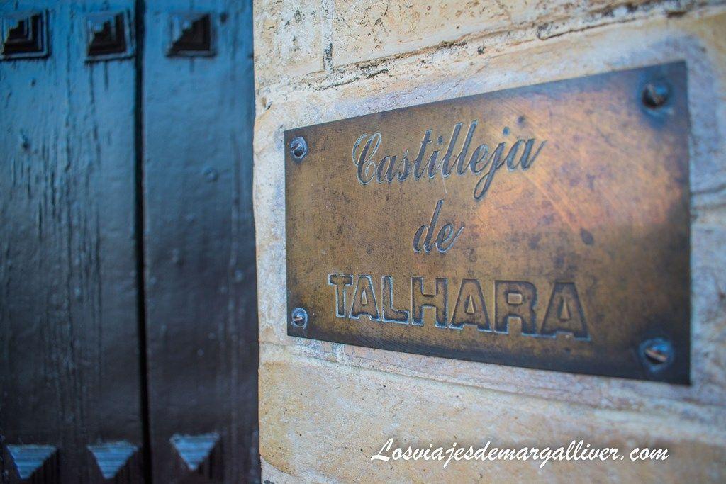 Placa nominativa de Castilleja de Talhara en Benacazón - Los Viajes de Margalliver