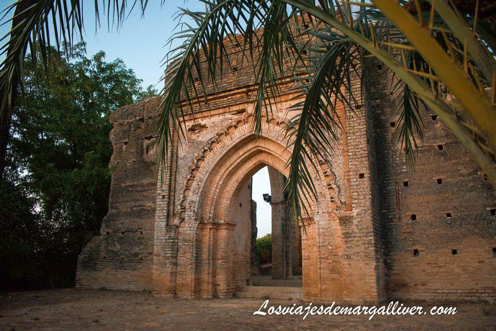Puerta principal de la Ermita de Talhara - Los Viajes de Margalliver