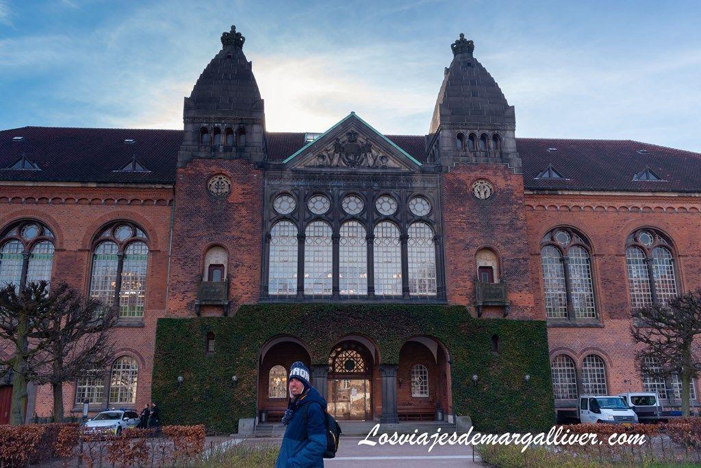 Biblioteca Real, edificio antiguo - Los viajes de Margalliver