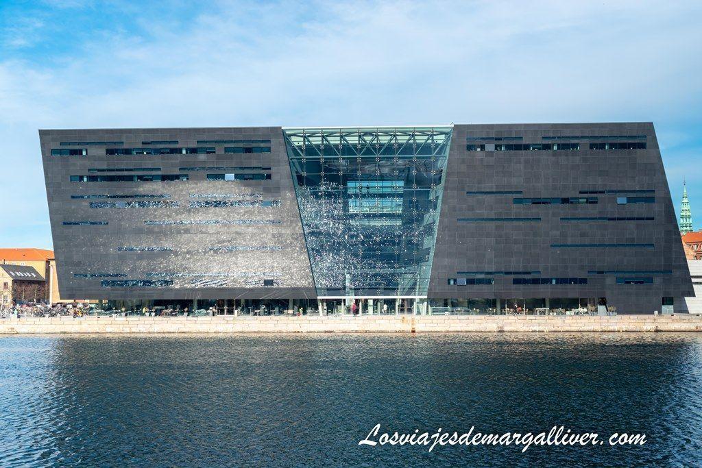 reflejando el agua en el diamante negro, biblioteca real de Copenhague - Los viajes de Margalliver