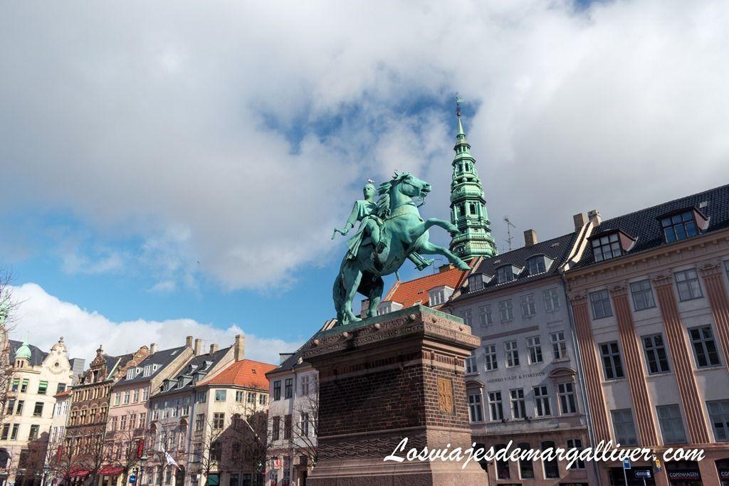 Pink Square, frente al palacio de Christiansborg - Los viajes de Margalliver