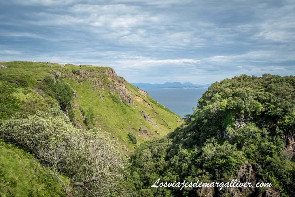 LEALT FALLS en nuestra visita la isla de Skye en un día, Escocia - Los viajes de Margalliver