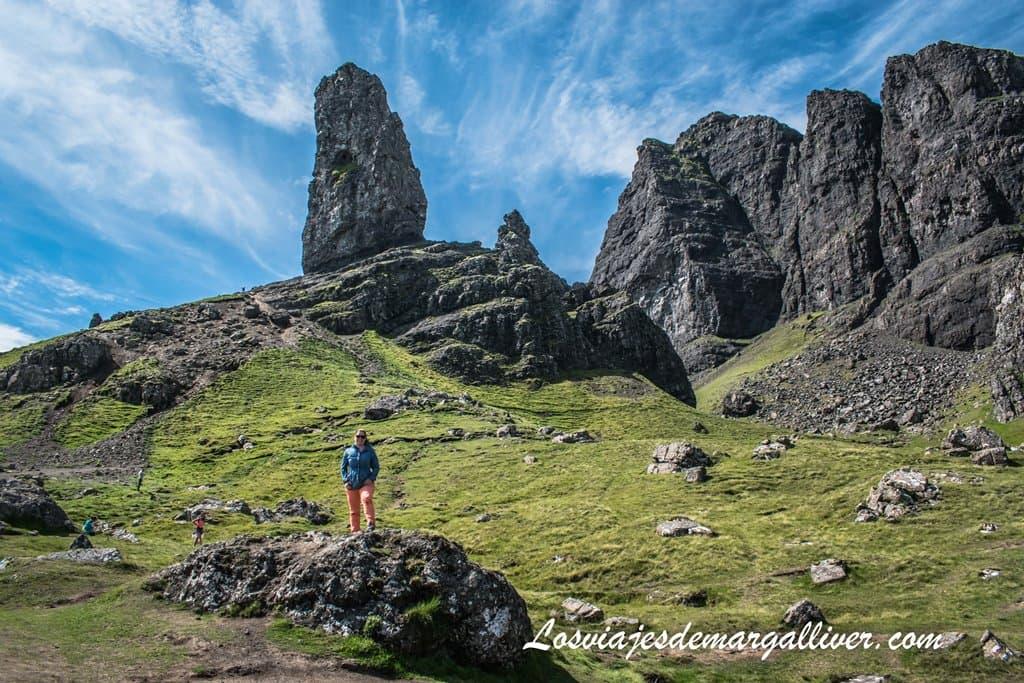 Margalliver en la cima de The Old Man of Storr, isle de Skye - Los viajes de Margalliver