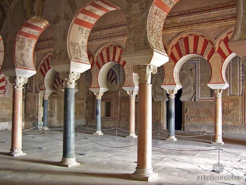 arcos del salón rico de Medina Azahara - Los viajes de Margalliver