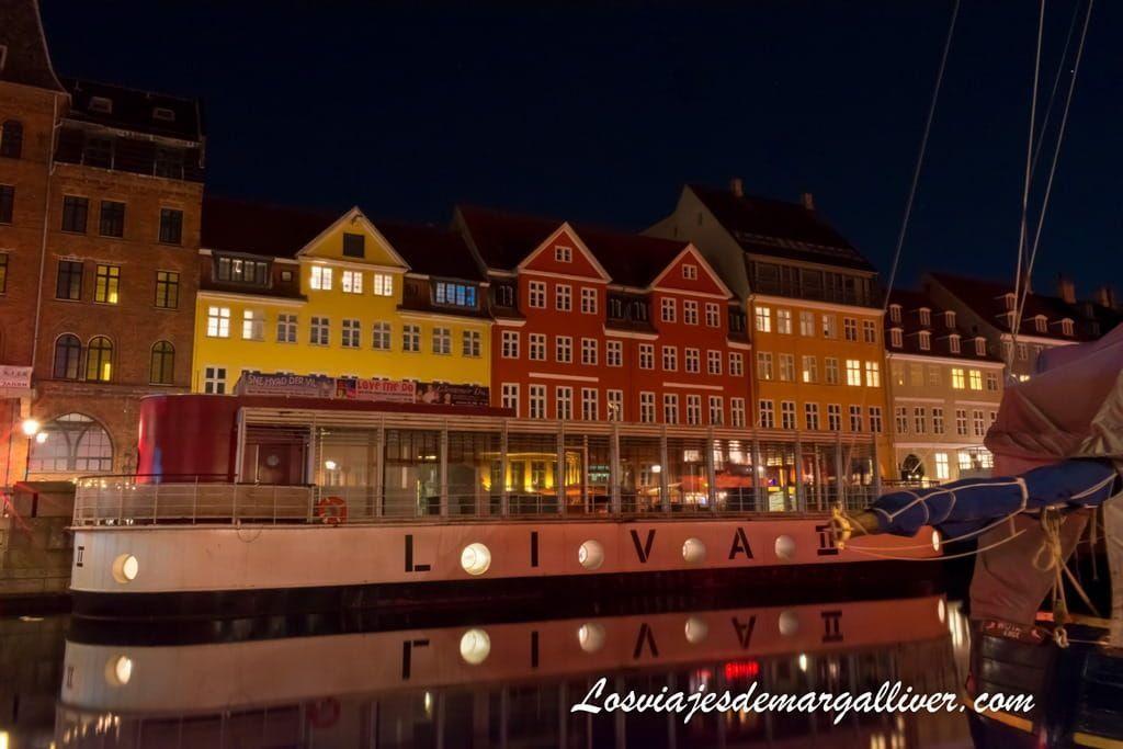 Nyhavn de noche, que ver en copenhague en 3 días - Los viajes de Margalliver