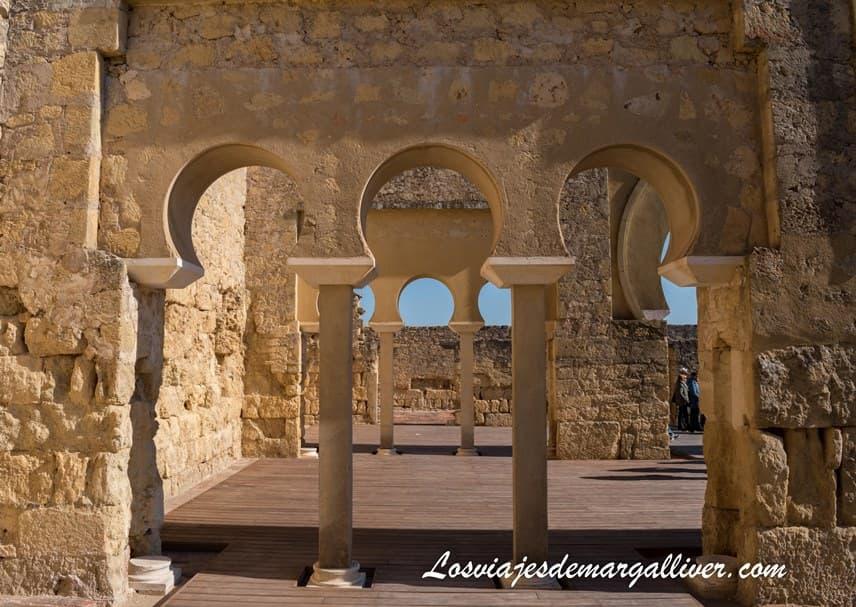Arcos del Salón Basilical Superior de Medina Azahara - Los viajes de Margalliver