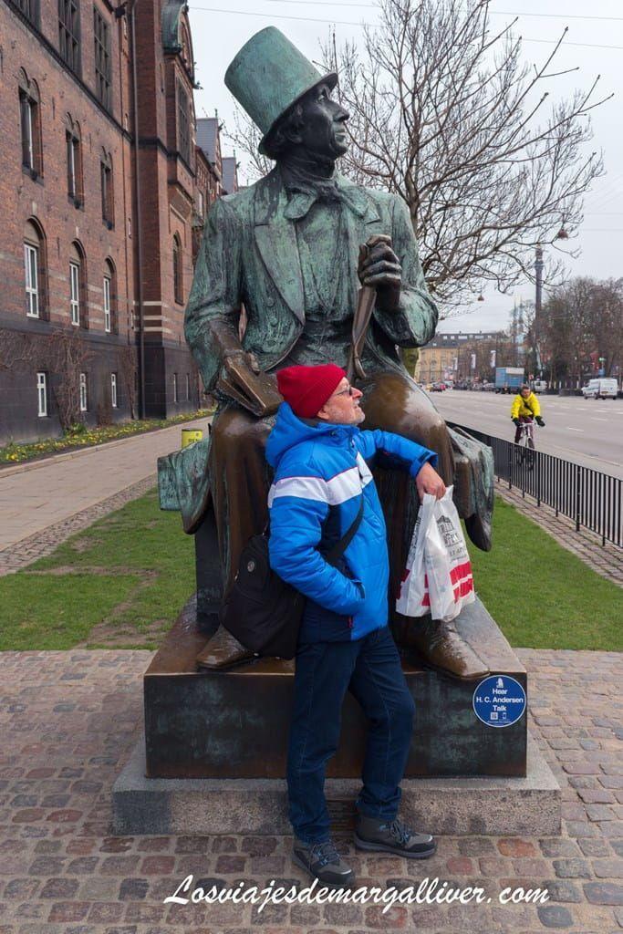 Escultura de Hans Christian Andersen en Copenhague - Los viajes de Margalliver