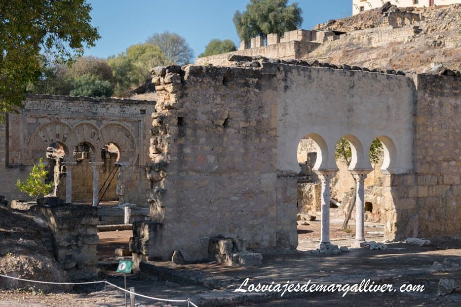 detalle de puertas de Medina Azahara en Córdoba - Los viajes de Margalliver