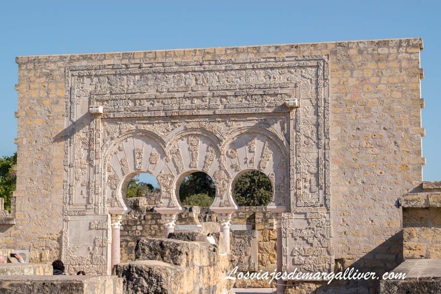 Puerta la casa de Ya' Far en Medina Azahara - Los viajes de Margalliver