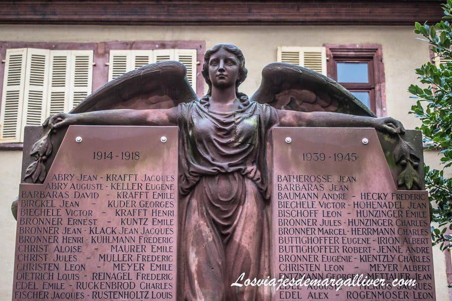 Plaza de las 3 iglesias en Riquewihr - Los viajes de Margalliver