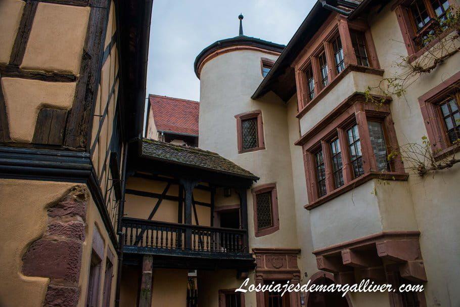 Patio de Estrasburgo en Riquewihr - Alsacia - Los viajes de Margalliver