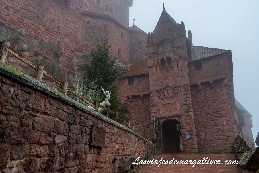 entrada dle castillo de haut-koenigsbourg en la Alsacia -Los viajes de Margalliver