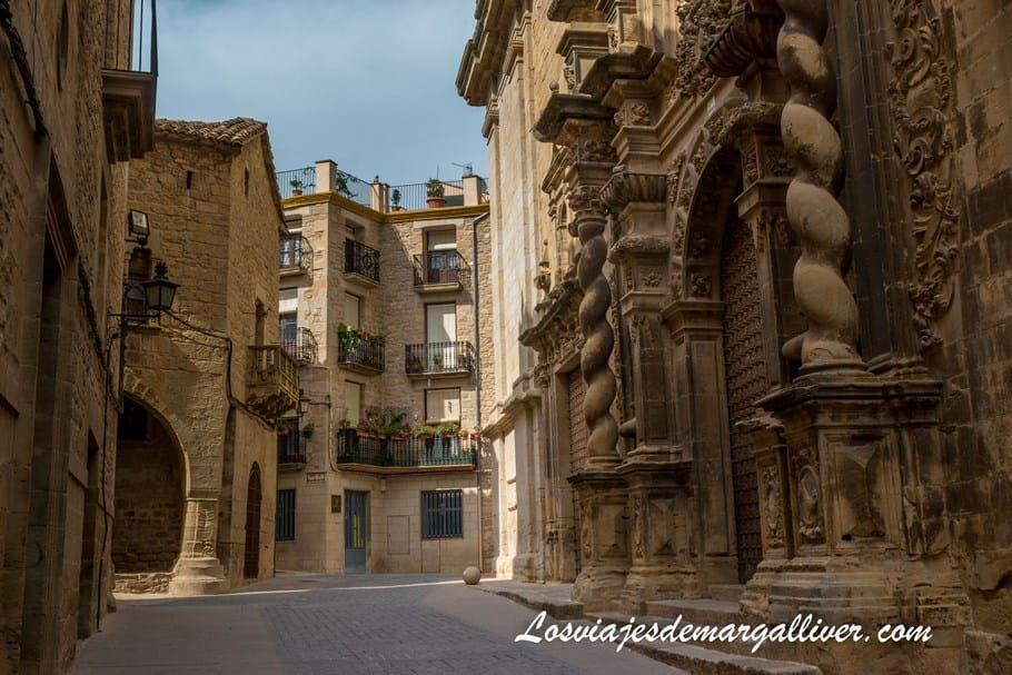 Fachada de La Iglesia Parroquial de la Asunción en Calaceite, Teruel - Los viajes de Margalliver