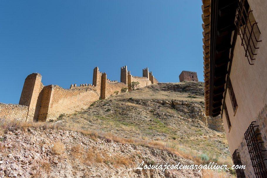 muralla de Albarracín con la Torre del Andador al fondo - Los viajes de Margalliver