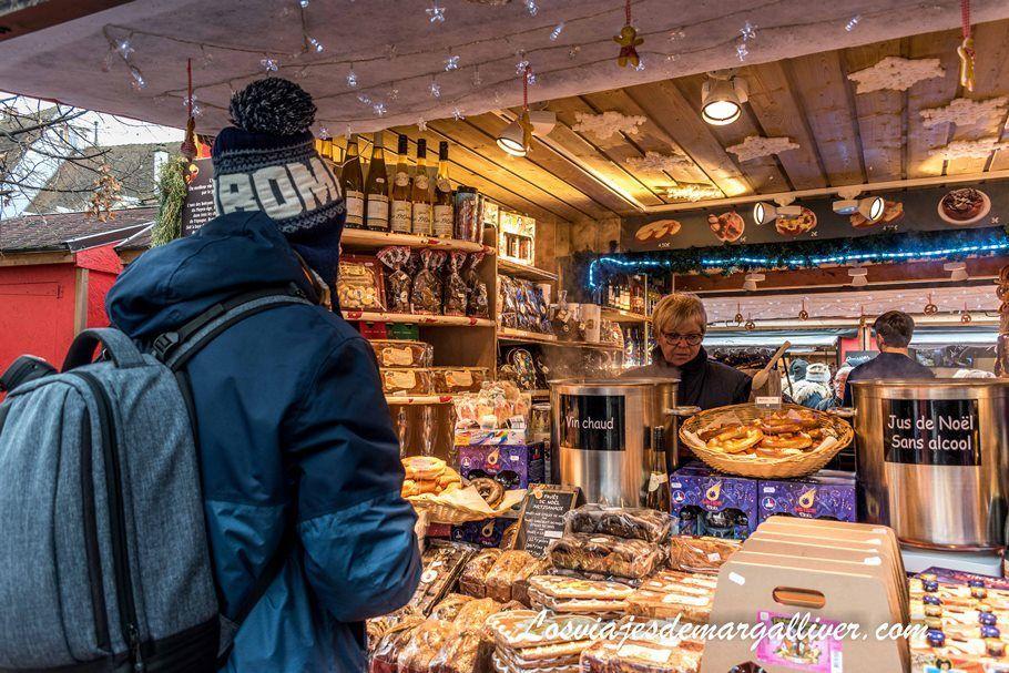 Qué comer en Colmar: Típico puesto de comida en el mercado navideño - Los viajes de Margalliver