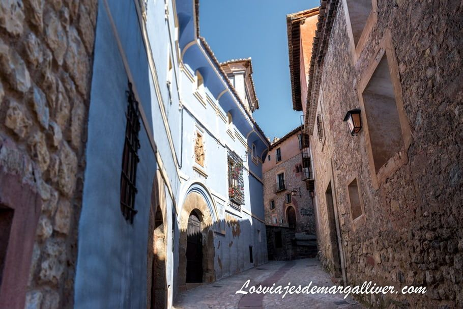 la Casa Azagra , la única casa azul de Albarracín - Los viajes de Margalliver