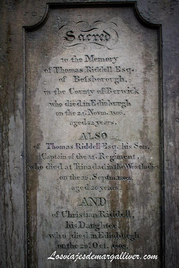 Tumba de Thomas Riddell o más conocido como Lord Voldemort de Harry Potter - Los viajes de Margalliver