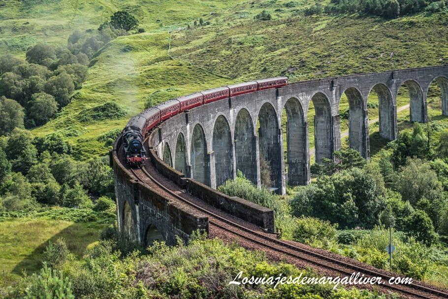 El tren jacobita o de Harry Potter pasando por el viaducto de Glenfinnan en Escocia - Los viajes de Margalliver