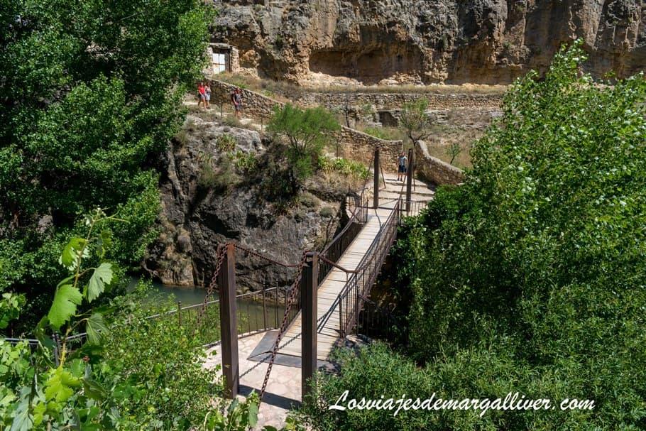 puente colgante del sendero fluvial de Albarracín , qué ver en Albarracín - Los viajes de Margalliver