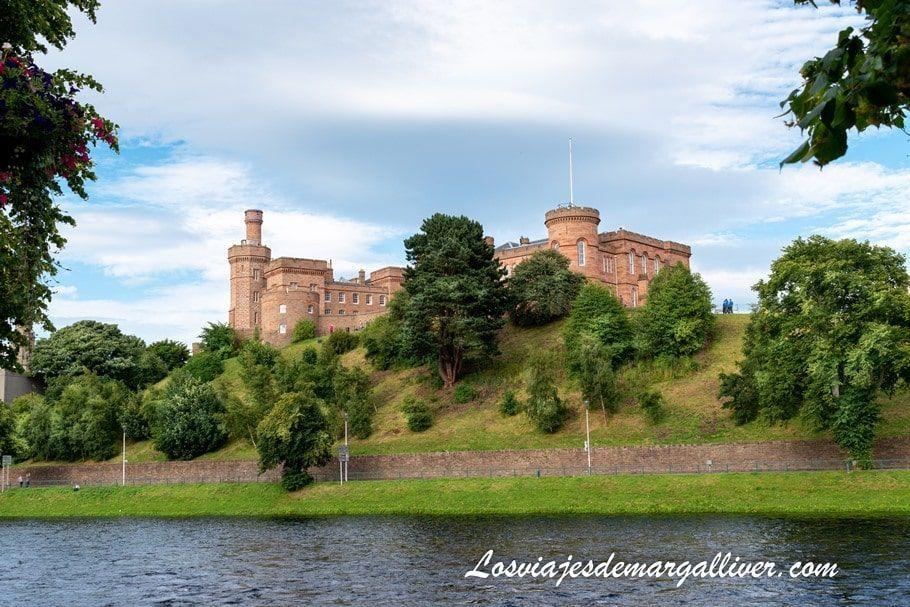 Castillo de Inverness en nuestra ruta por las Highlands de Escocia - Los viajes de Margalliver