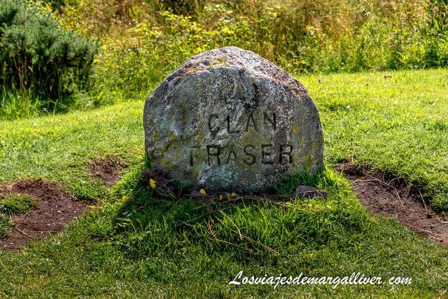monolito del clan Fraser en el campo de batalla de Culloden - Los viajes de Margalliver