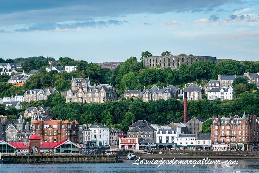 Vista panorámica de Oban , una preciosa ciudad marinera de Escocia - Los viajes de Margalliver