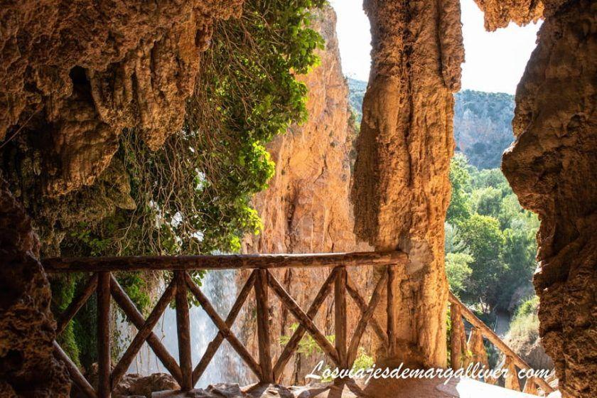 La Cueva Iris y la Cascada Cola de Caballo en el Monasterio de Piedra - Los viajes de Margalliver