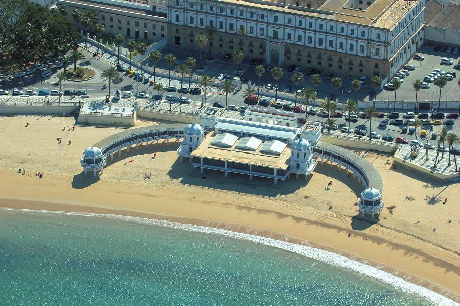 playa de la caleta en Cádiz, un destino ideal para visitar en Andalucía - Los viajes de Margalliver