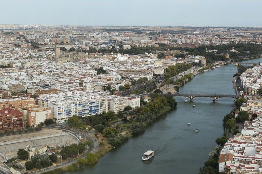 Foto aérea del barrio de Triana en Sevilla - Los viajes de Margalliver