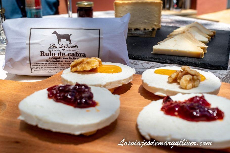 Rulo de cabra de la quesería artesanal Flor de Cazalla - Los viajes de Margalliver