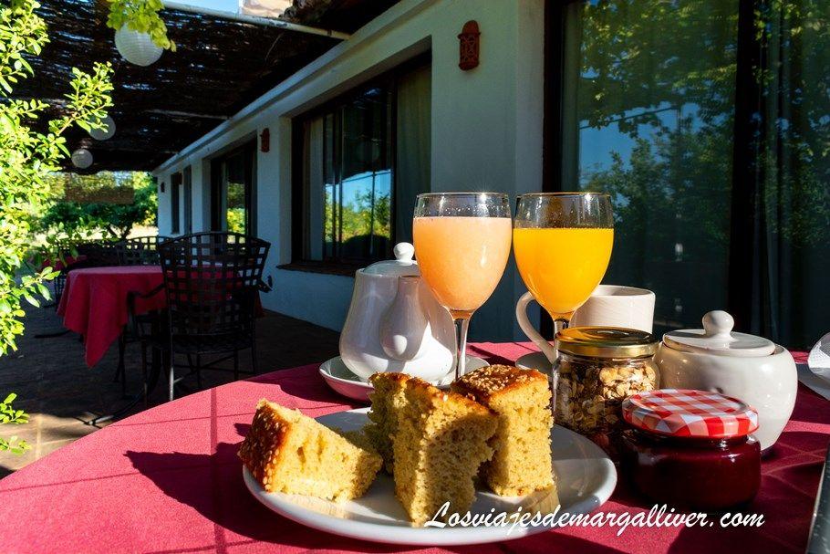 Desayuno ecológico en la casa rural Las navezuelas , qué ver en Cazalla de la Sierra - Los viajes de Margalliver