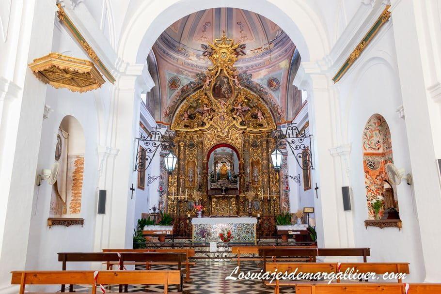 Interior de la ermita de nuestra señora del monte en Cazalla de la Sierra - Los viajes de Margalliver