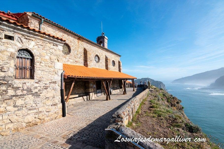 fachada de la ermita de San Juan de Gaztelugatxe - Los viajes de Margalliver