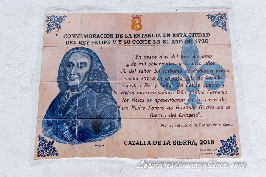 placa conmemorativa de la estancia de Felipe V en Cazalla de la Sierra - Los viajes de Margalliver
