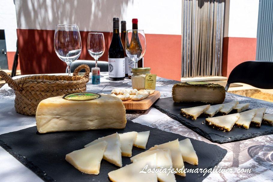 Cata de quesos de la quesería artesanal Flor de Cazalla - Los viajes de Margalliver