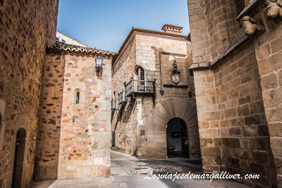 Balcón esquinado en el palacio de Pedro Carvajal en Cáceres