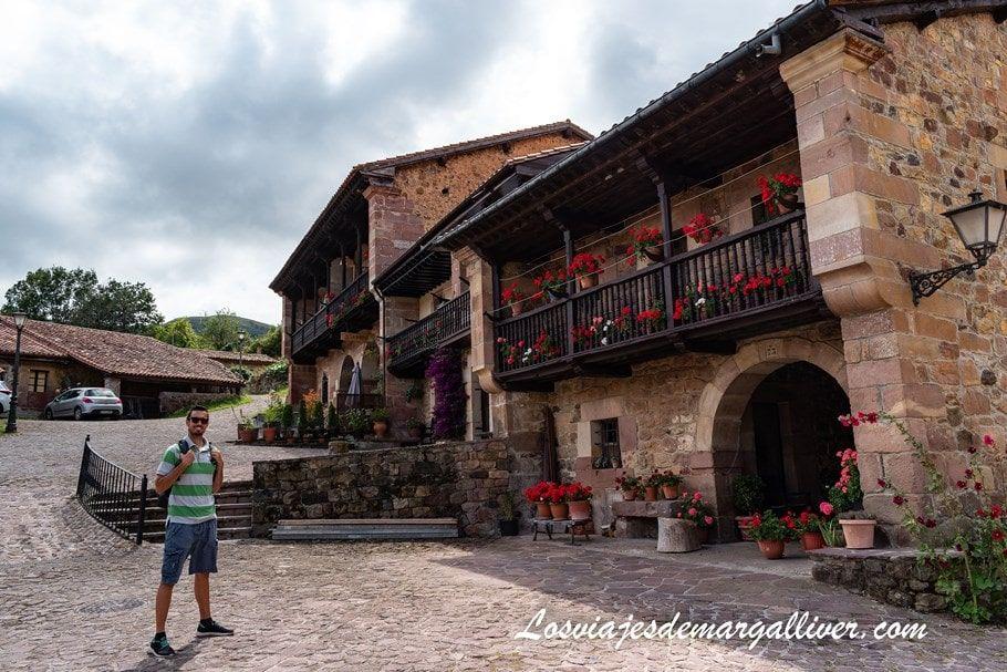 Kike en Carmona, uno de los pueblos más bonitos de Cantabria - Los viajes de Margalliver