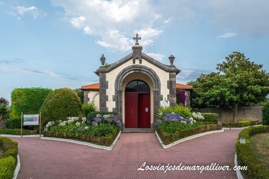 """Entrada del cementerio """"La Ballena"""" en Castro Urdiales - Los viajes de Margalliver"""
