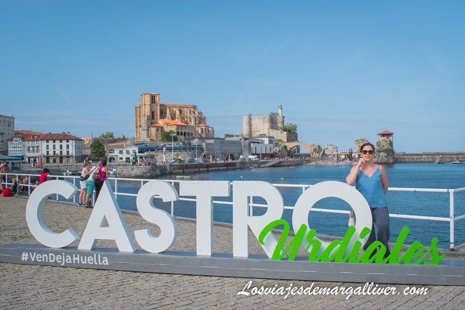 Letrero de promoción turística de Castro Urdiales - Los viajes de Margalliver