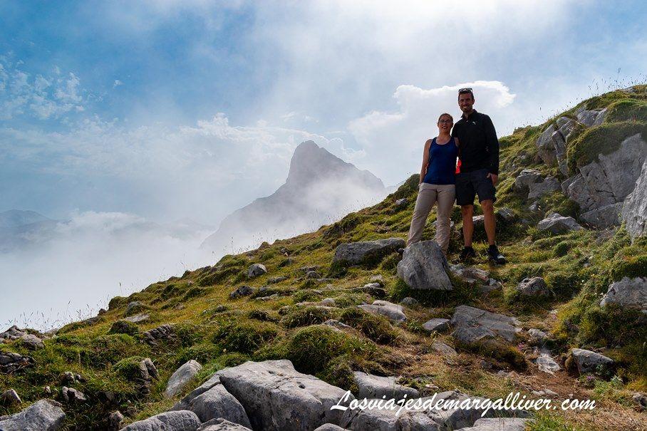 Equipo Margalliver arriba en los picos de Europa en Fuente Dé , Cantabria - Los viajes de Margalliver