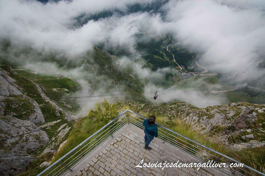 Vista desde lo alto del teleférico de Fuente Dé, en la ruta en coche por Cantabria - Los viajes de Margalliver