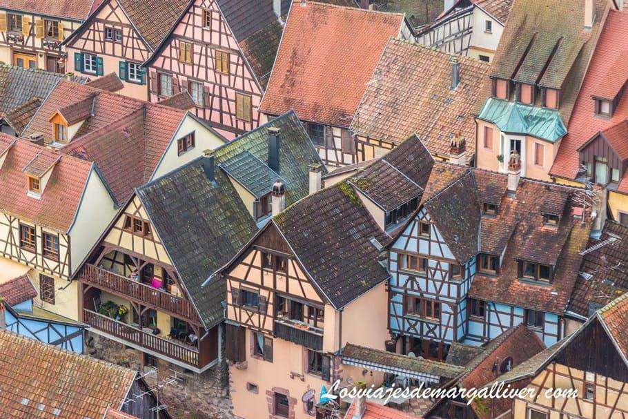 Detalle de las casas alsacianas de Kaysersberg desde lo alto de la torre del castillo de Kaysersberg - Los viajes de Margalliver