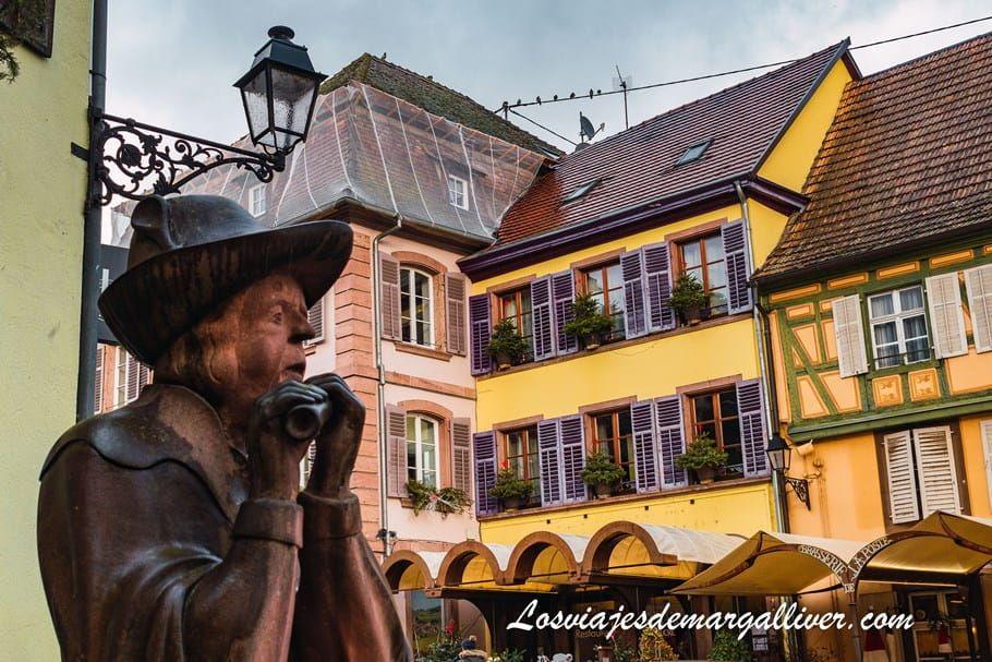 Escultura de un juglar, Ribeauville es la ciudad de los juglares - Los viajes de Margalliver