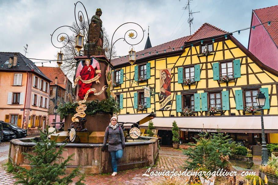 Preciosa fuente en Ribeauville con sus casitas de colores - Los viajes de Margalliver